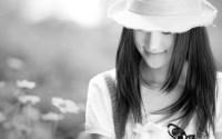 戴帽子的微笑女孩ppt背景图片