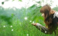 蝴蝶停在了美女手指头--绿色清新幻灯片背景