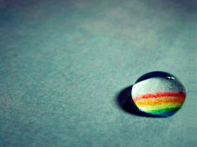水滴中的彩虹PPT背景图片